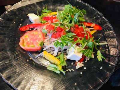 青春トマトとキヌアのサラダ