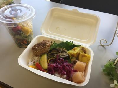 日本ウーマンズシェフ&パティシエ協会さんによるランチボックスとサラダ